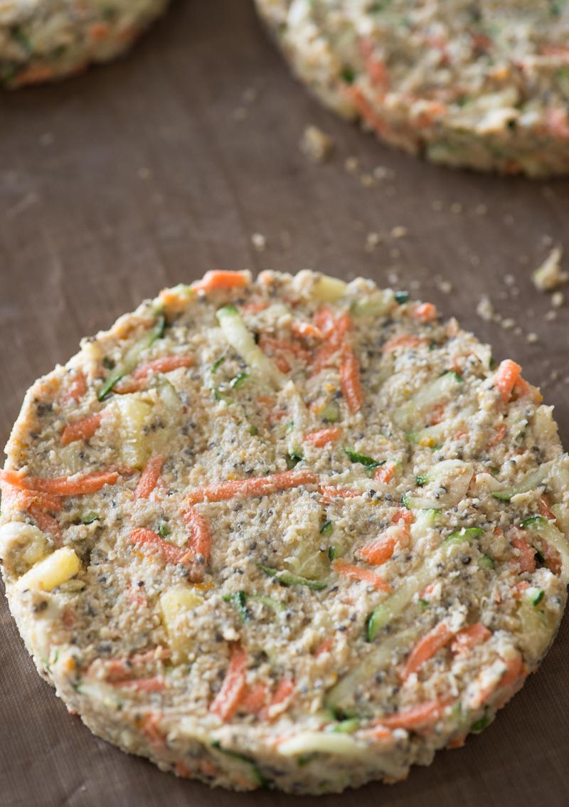 Raw Carrot Zucchini Cake @Rawmazing.com