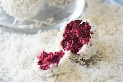 No-Bake Vegan Red Velvet Snowball Cookies (Raw!)